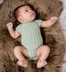 Babybodystocking I Rib (Strikkeopskrift) Fra Onion
