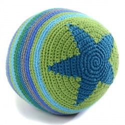 Hæklet bold fra Smallstuff - Stor - Dreng