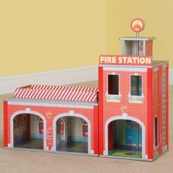 Plum Træ Brandstation m/Tilbehør