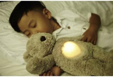 Sovedyr fra Cloud b m. hjertelyd og vågelys - Glow Cuddles Bear